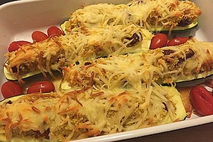Mit Couscous gefüllte und überbackene Zucchini 7