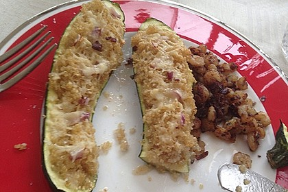 Mit Couscous gefüllte und überbackene Zucchini 22