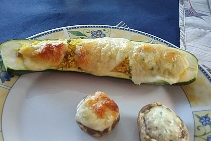 Mit Couscous gefüllte und überbackene Zucchini 21