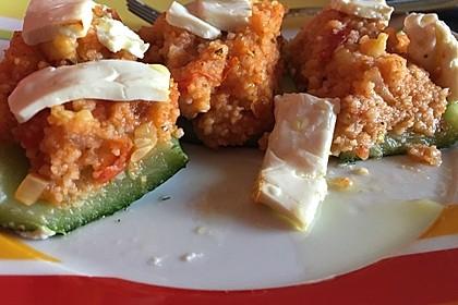 Mit Couscous gefüllte und überbackene Zucchini 24