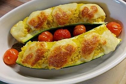 Mit Couscous gefüllte und überbackene Zucchini 5