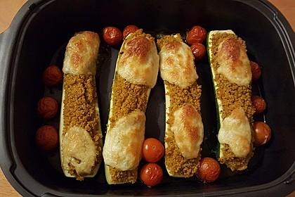 Mit Couscous gefüllte und überbackene Zucchini 4