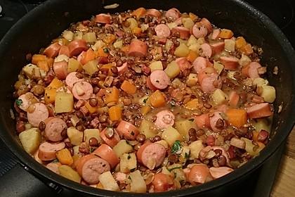 Herzhafter Linseneintopf mit Gemüse und Würstchen 14