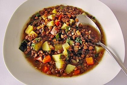 Herzhafter Linseneintopf mit Gemüse und Würstchen 1