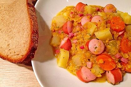 Herzhafter Linseneintopf mit Gemüse und Würstchen 24