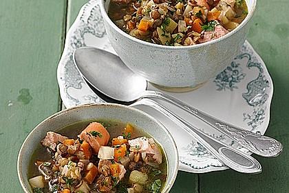 Herzhafter Linseneintopf mit Gemüse und Würstchen 3