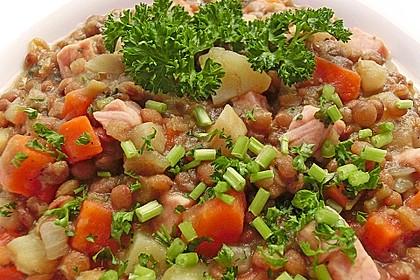 Herzhafter Linseneintopf mit Gemüse und Würstchen 17