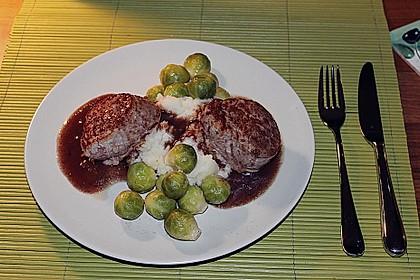 Schweinefilet auf Süßkartoffelpüree mit Lebkuchenjus und Rosenkohl 26