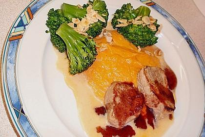 Schweinefilet auf Süßkartoffelpüree mit Lebkuchenjus und Rosenkohl 56