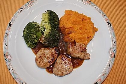 Schweinefilet auf Süßkartoffelpüree mit Lebkuchenjus und Rosenkohl 19