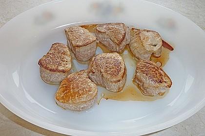 Schweinefilet auf Süßkartoffelpüree mit Lebkuchenjus und Rosenkohl 55