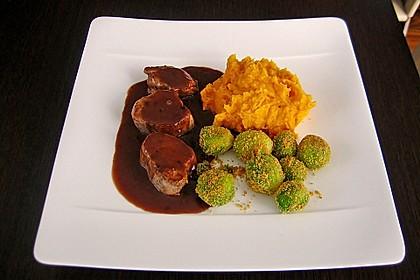 Schweinefilet auf Süßkartoffelpüree mit Lebkuchenjus und Rosenkohl 1