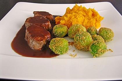 Schweinefilet auf Süßkartoffelpüree mit Lebkuchenjus und Rosenkohl 2