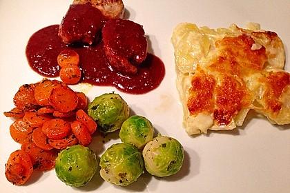 Schweinefilet auf Süßkartoffelpüree mit Lebkuchenjus und Rosenkohl 35