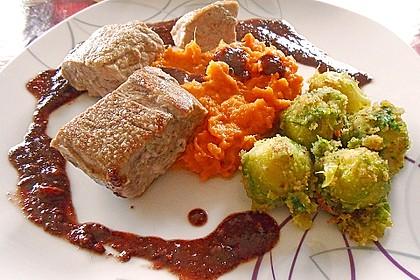 Schweinefilet auf Süßkartoffelpüree mit Lebkuchenjus und Rosenkohl 45