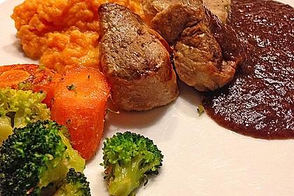 Schweinefilet auf Süßkartoffelpüree mit Lebkuchenjus und Rosenkohl 21