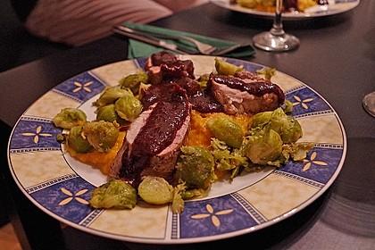 Schweinefilet auf Süßkartoffelpüree mit Lebkuchenjus und Rosenkohl 64