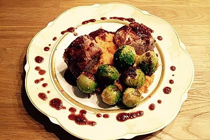 Schweinefilet auf Süßkartoffelpüree mit Lebkuchenjus und Rosenkohl 34