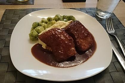 Schweinefilet auf Süßkartoffelpüree mit Lebkuchenjus und Rosenkohl 31