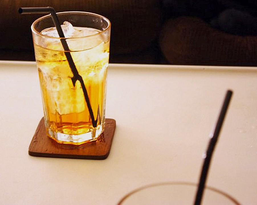 wie trinkt man aperol spritz