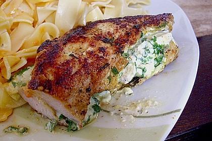 Mit Bärlauch und Käse gefüllte Putenschnitzel
