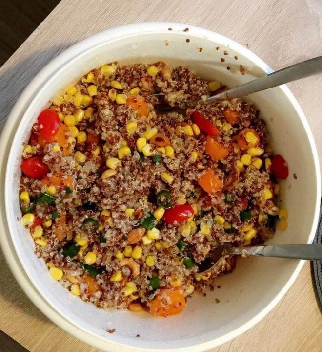 nussiger quinoa salat rezept mit bild von. Black Bedroom Furniture Sets. Home Design Ideas