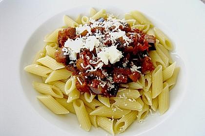 Penne mit Auberginen, Tomaten und Basilikum 4
