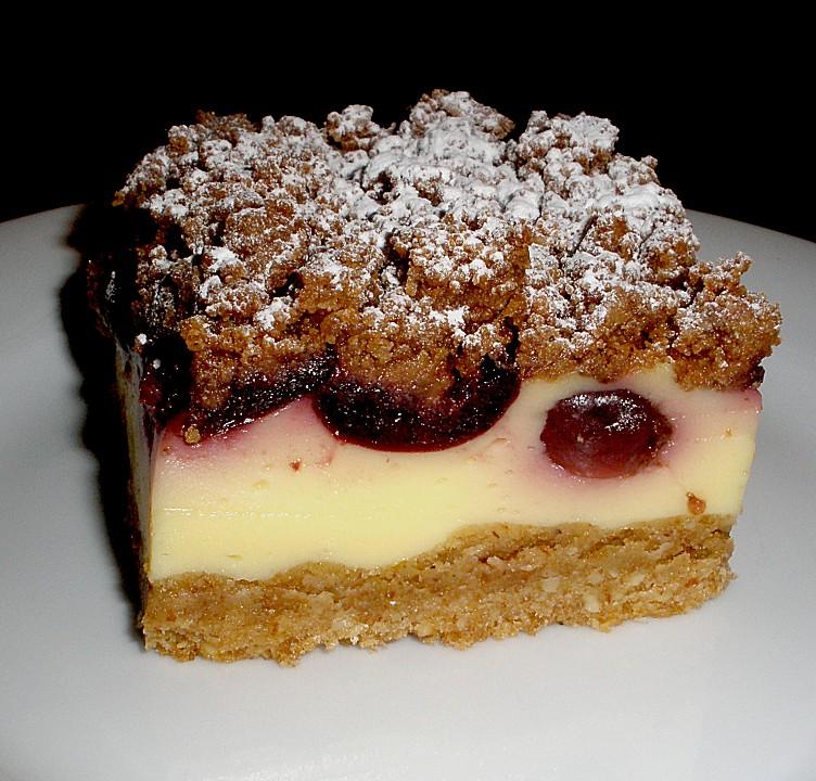 Kuchen mit sauerkirschen und pudding