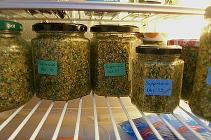 Eingesalzenes Gemüse für Gemüsebrühe 18