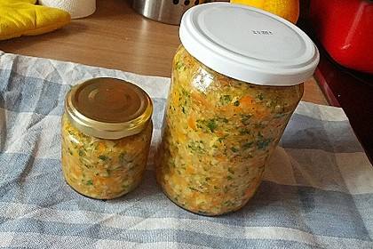 Eingesalzenes Gemüse für Gemüsebrühe 32