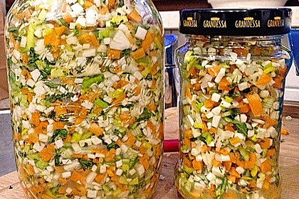 Eingesalzenes Gemüse für Gemüsebrühe 3