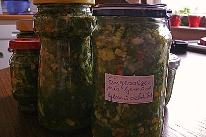 Eingesalzenes Gemüse für Gemüsebrühe 33