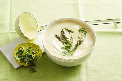 Kartoffel-grüner Spargel-Suppe