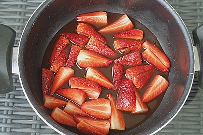 Feldsalat mit marinierten Erdbeeren 15