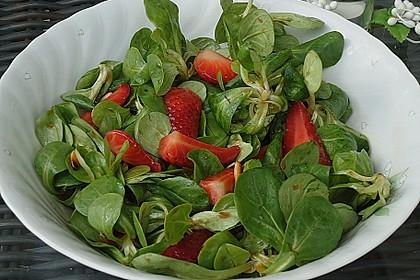 Feldsalat mit marinierten Erdbeeren 3