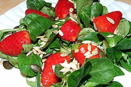 Feldsalat mit marinierten Erdbeeren 7