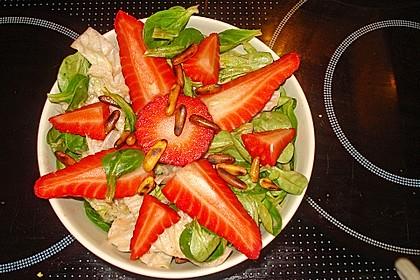 Feldsalat mit marinierten Erdbeeren 14