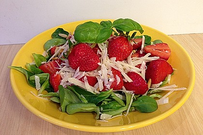 Feldsalat mit marinierten Erdbeeren 2