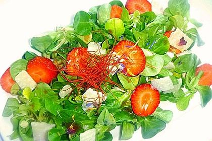 Feldsalat mit marinierten Erdbeeren 10