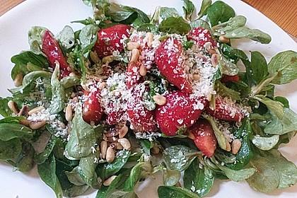 Feldsalat mit marinierten Erdbeeren 9