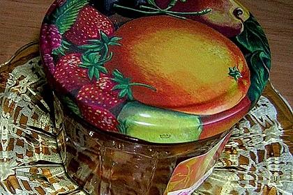Marillenmarmelade mit Marzipanstückchen