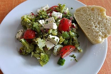 Mediterraner Brokkoli Salat 3