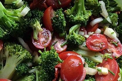 Mediterraner Brokkoli Salat 1