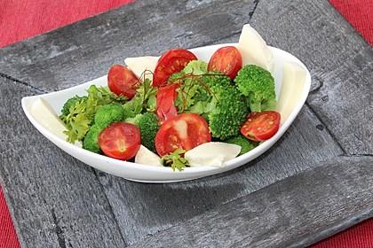 Mediterraner Brokkoli Salat 7