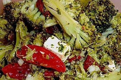 Mediterraner Brokkoli Salat 9