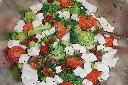 Mediterraner Brokkoli Salat 24