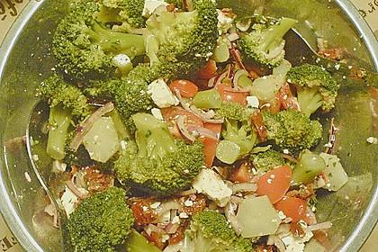 Mediterraner Brokkoli Salat 53