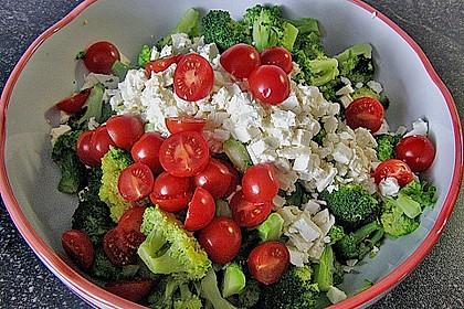 Mediterraner Brokkoli Salat 16
