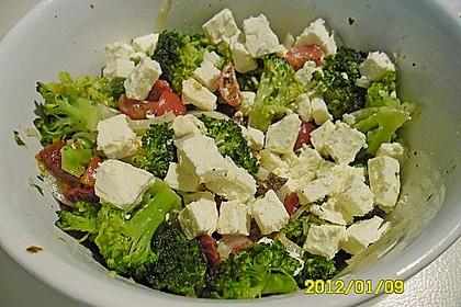Mediterraner Brokkoli Salat 49