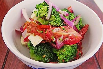 Mediterraner Brokkoli Salat 13